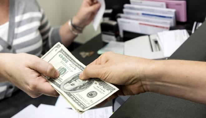 Foto: Băncile sunt disperate să vândă credite… scumpe!