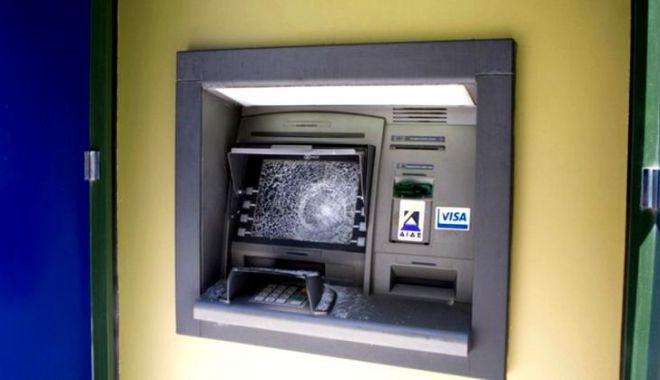 Foto: Persoanele care au aruncat un bancomat în aer au fost prinse. Cine a furnizat informațiile