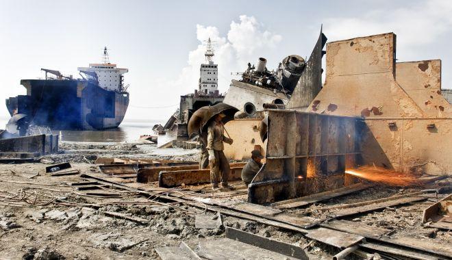 Foto: Bangladesh conduce în topul dezmembrărilor de nave, dar cu ce preț!