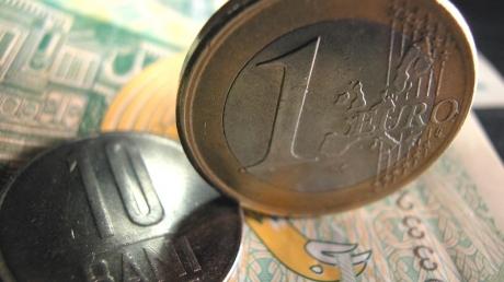 Leul s-a depreciat serios în raport cu euro - bani-1320146917.jpg