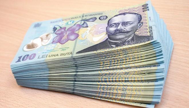 Foto: Un poliţist a fost prins cu bani falşi la cumpărături  VIDEO