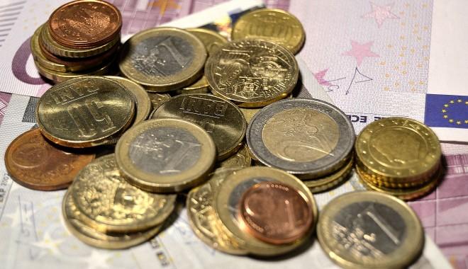 Foto: Lituania vrea să adere la euro în 2015