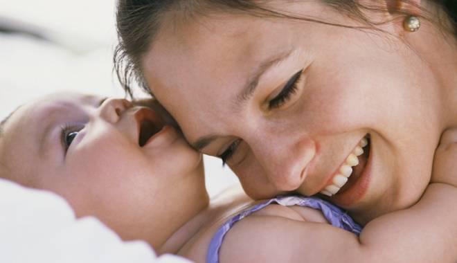 Foto: Mai mulţi bani pentru mămicile  în concediu de creştere a copilului