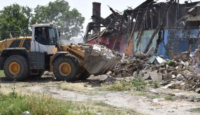 Foto: Barăcile ilegale din Mangalia, demolate