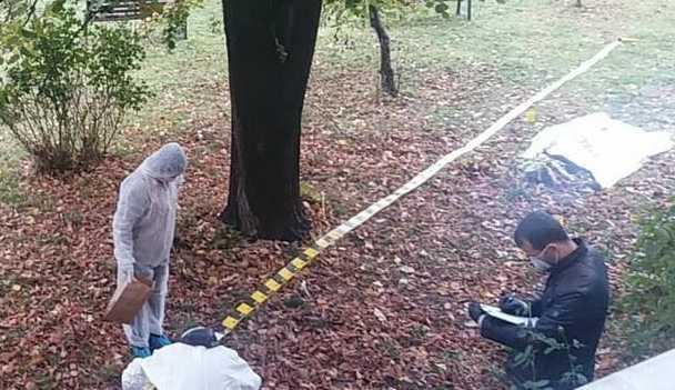 Foto: DRAMĂ PENTRU O MAMĂ! Şi-a găsit copilul MORT ŞI CARBONIZAT, în spatele casei