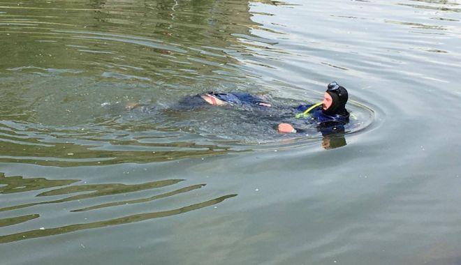 Foto: Persoană găsită plutind în Portul Constanţa!