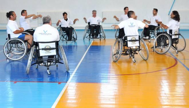Foto: Spectacol de baschet  în scaunul cu rotile