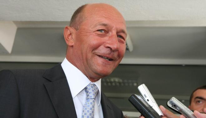 Foto: Băsescu îi propune lui Iohannis  să supună referendumului  şi Parlamentul  cu 300 de membri