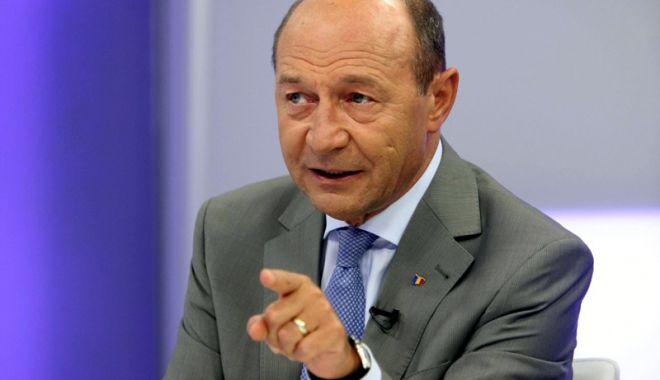Foto: Băsescu, sfat pentru Iohannis: Ar trebui să organizeze referendum