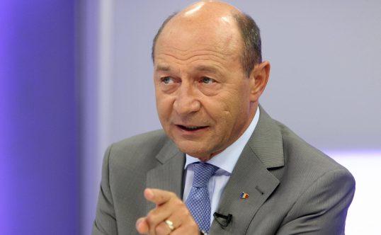 Băsescu: Eu aș accepta vreo 10 dezbateri cu Dăncilă, câte una pe zi, cu toate televiziunile de față - basescu1538x332-1573480318.jpg