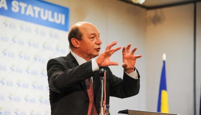 Foto: Traian Băsescu şi-a dat demisia din funcţia de preşedinte al PMP