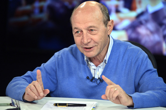 """Foto: Traian Băsescu: """"Opoziţia pare a face un blat ruşinos cu PSD"""""""