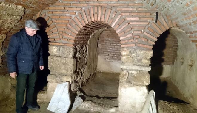 """Foto: Oraşul secret de sub Constanţa. Şapte basilici se află sub blocurile """"comuniste"""""""