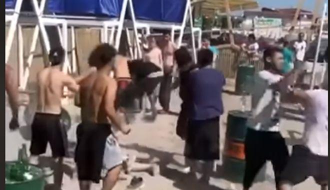 VIDEO / Bătaie generală pe o plajă din Vama Veche. Poliția s-a autosesizat - bataie-1593289250.jpg