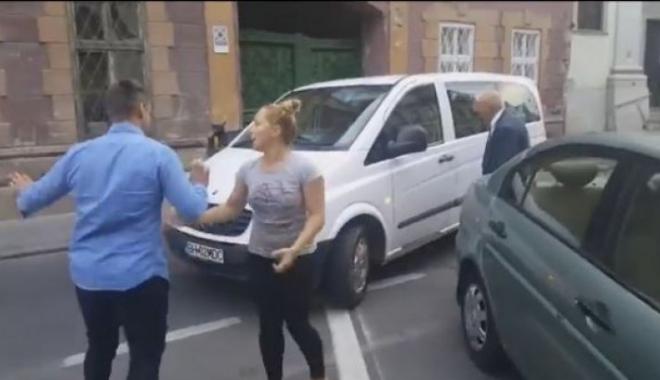Foto: VIDEO. IMAGINI INCREDIBILE! Bătaie pentru un loc de parcare