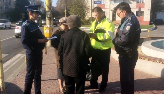Foto: Bătrâni din Constanţa, înşelaţi de escroci, cu ajutorul minorilor