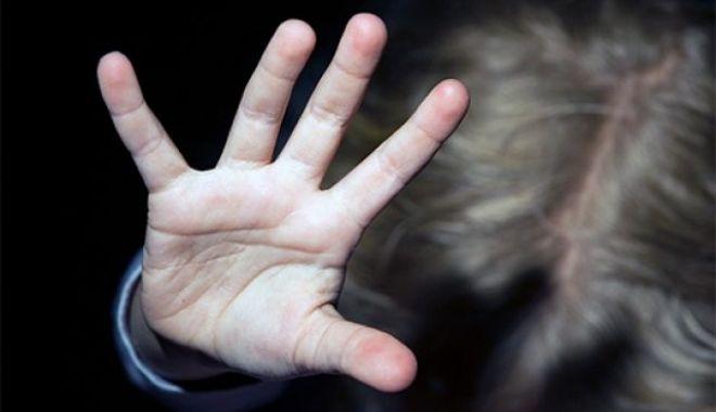 Foto: Adolescent bătut crunt de tată pentru două felii de salam