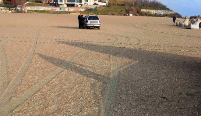 Băut şi drogat, a rămas cu maşina în nisip, pe plaja din Constanţa - bautsidrogat1-1616502988.jpg