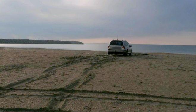 Băut şi drogat, a rămas cu maşina în nisip, pe plaja din Constanţa - bautsidrogat2-1616502968.jpg