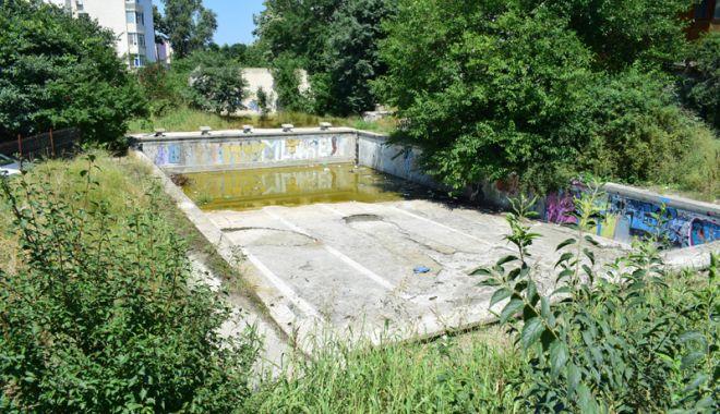 Broaşte şi mizerie în Tomis Nord! Bazinul de înot abandonat  de autorităţi - bazininotinparaginaliceulcalines-1531658070.jpg