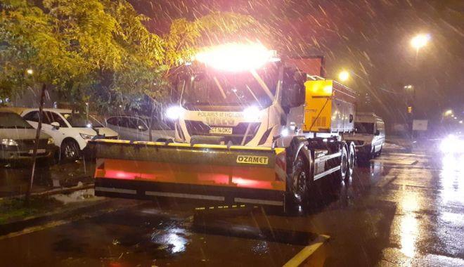 Lapoviță și ninsoare, la Constanța. Au fost scoase sărărițele pe străzi - bc5791e68cc44e5aab254582e561841c-1606766078.jpg