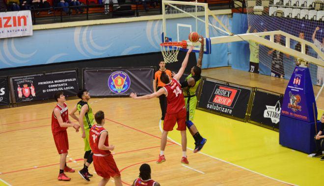 """Foto: BC Athletic pierde meciul cu CN """"Aurel Vlaicu"""" Bucureşti"""