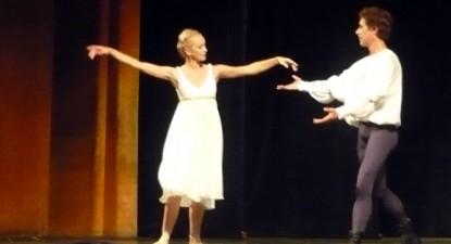 """Foto: Gală de balet clasic, neoclasic şi modern, la Teatrul """"Oleg Danovski"""""""