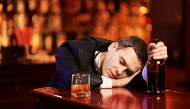 Studiu: Bărbații din România, cei mai mari consumatori de alcool din lume - beat-1535115748.jpg