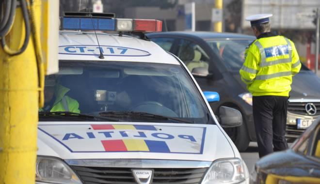 Foto: Beat şi cu permisul suspendat,  s-a luat la harţă cu poliţiştii