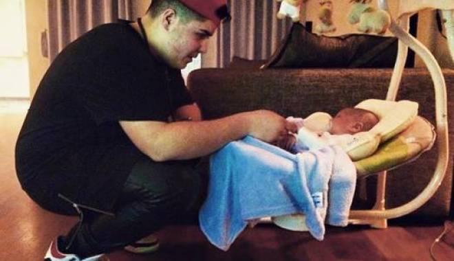 Foto: Bebelușul Antoniei, în grija altui bărbat