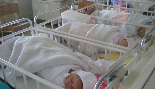 Foto: La Spitalul Judeţean, locurile pentru bebeluşi, total insuficiente