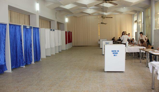 Foto: Trei institute, acreditate de BEC să facă sondaje la ieșirea de la urne