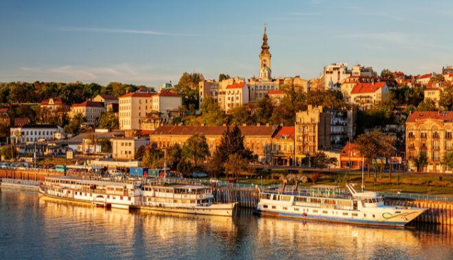 Foto: MAE, atenţionare de călătorie în Serbia. Cod portocaliu şi cod roşu