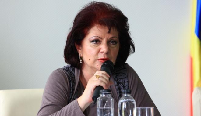 Foto: Consiliul Judeţean nu o suspendă pe Mariana Belu, secretarul judeţului, suspectă într-un dosar cu Nicuşor Constantinescu