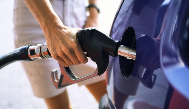 Foto: Benzina și motorina se scumpesc masiv