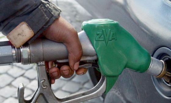 Foto: Petrom a majorat pre�ul benzinei cu 6 bani/litru