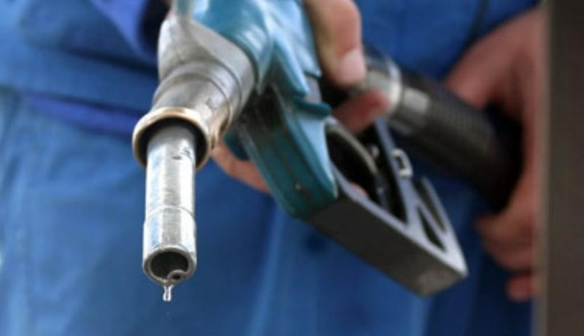 Foto: Rompetrol a redus pre�ul carburan�ilor cu 4 bani/litru