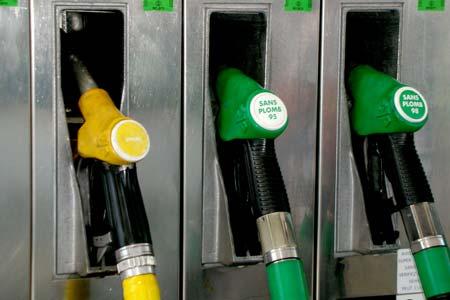 Foto: Benzina, peste 6 lei. C�t cost� �n sta�iile din Constan�a