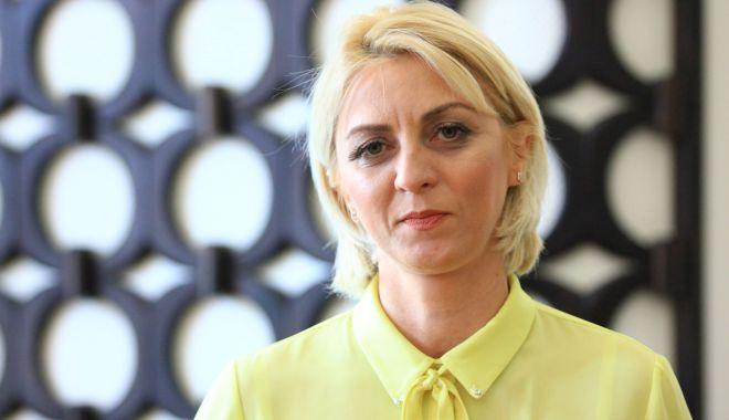 """Foto: Demisă de la Centrul """"T. Burada"""", Nicoleta Bercaru se poate întoarce la catedră"""
