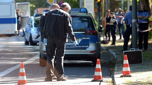 """Foto: LA UN PAS DE MASACRU! Doi bărbați suspectați că pregăteau un """"act de violență gravă"""", arestați"""