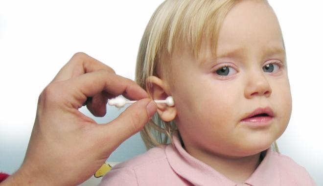 Foto: Beţişoarele de urechi, un rău mai mare decât ne imaginăm. Mii de copii au ajuns la Urgenţă