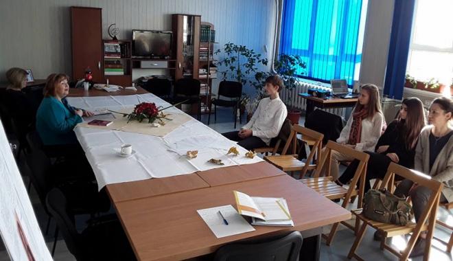 Foto: Premieră în învăţământul românesc! Biblioteca vie, la Colegiul Economic Mangalia