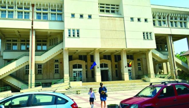 Foto: Biblioteca Judeţeană trece la program de iarnă