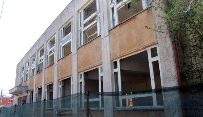 Foto: Dispută pe demolarea unei clădiri din Coiciu.