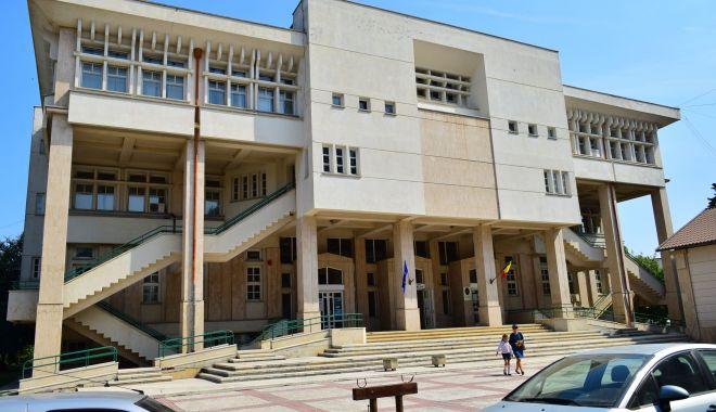 """Expoziţia """"Dialoguri cromatice"""" se vernisează la sediul Bibliotecii Judeţene Constanţa - bibliotecajudeteanaioannroman5-1632745925.jpg"""