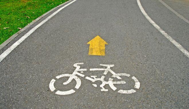 Foto: Trei biciclişti, loviţi de două maşini în decurs de jumătate de oră. Unul a fost decapitat de un şofer beat