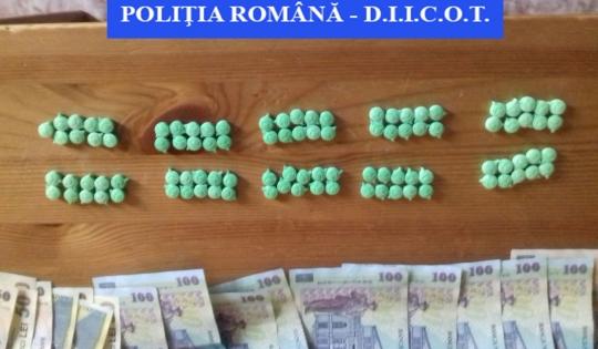 Foto: GRUPARE INFRACȚIONALĂ SPECIALIZATĂ ÎN TRAFIC DE DROGURI, DESTRUCTURATĂ