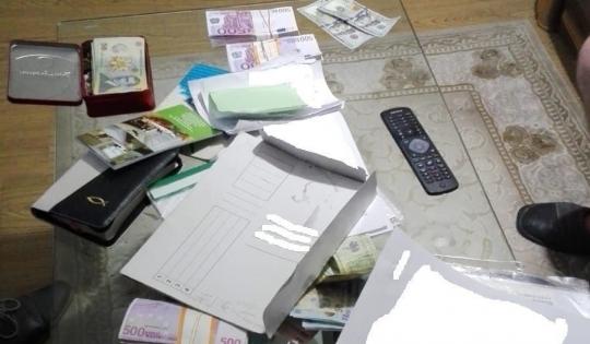 Foto: PESTE 200.000 DE EURO INDISPONIBILAȚI DE LA PERSOANE BĂNUITE DE CAMĂTĂ