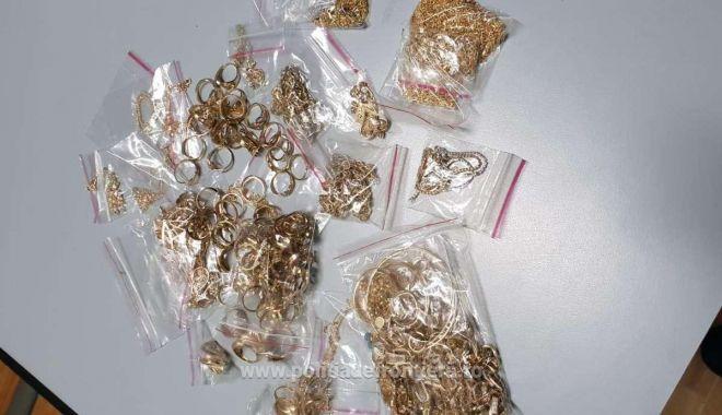 Foto: Prins în timp ce voia să intre în România, cu sute de grame de aur! Bijuteriile i-au fost confiscate