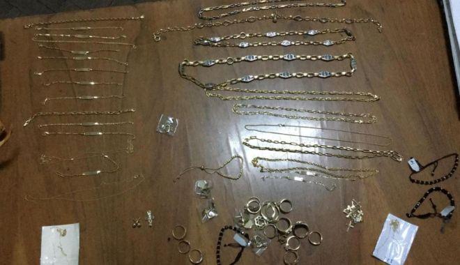 Foto: Sute de grame de bijuterii, confiscate de polițiștii de frontieră